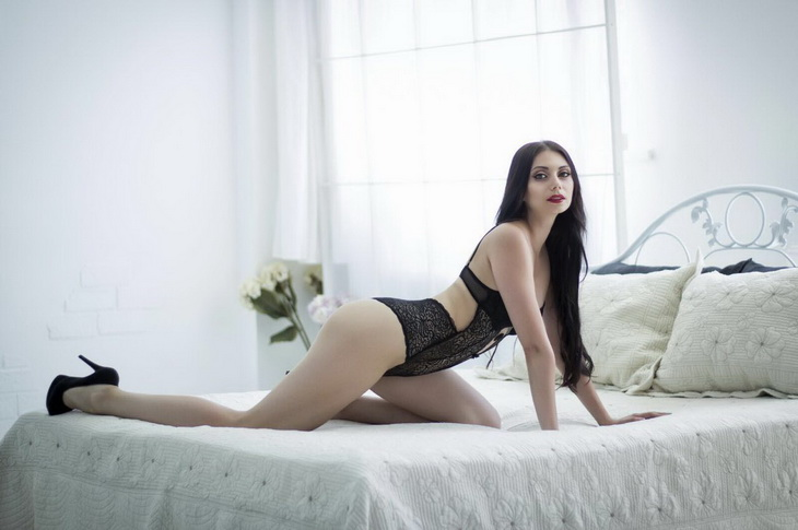 Escort girls Izmir present girl Milena that is so unbelievably adorable with all this contrast of extra white skin and black bodysuit
