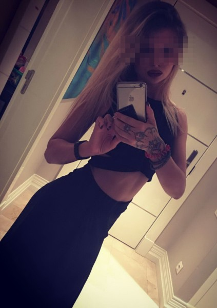 Izmir escort agency puss Sonya is taking a picture of her to demonstrate how exactly slim she is
