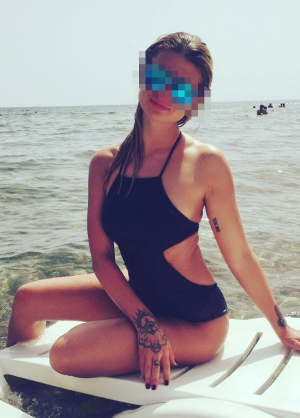 Izmir escort agency pussycat Sonya is sitting on the edge of a boat and boasts with her wonderful body that you may order to possess every second now