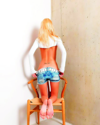 Izmir escorts dolly Violetta is undressing herself completely, standing with her sumptuous back to you and to the camera
