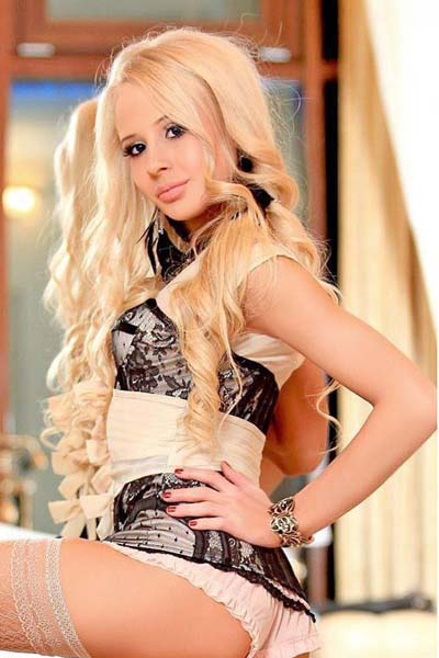 Anna from Izmir escorts is juicy and slender and she looks especially well with these decorations that she wears and a fine-styled dress