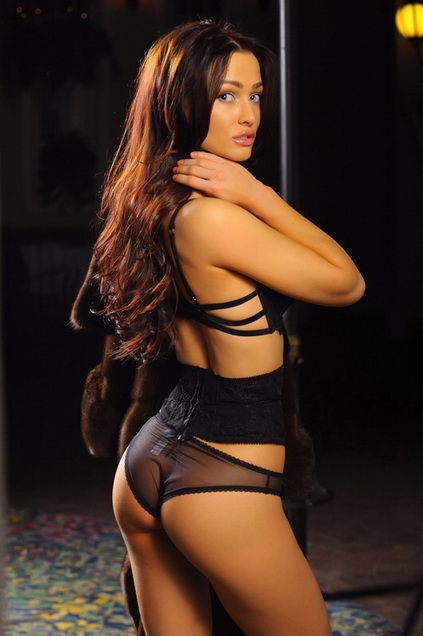 Lola from Izmir escorts is showing you her body that is clothed only in frank dressing, with transparent panties that arouse your desire