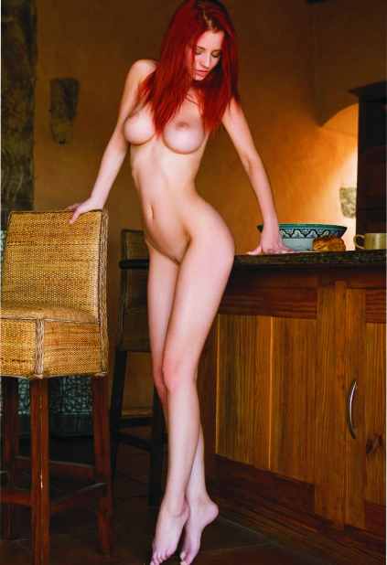 Izmir Russian escort presents sissy Nastya that is standing on tiptoe revealing the all-slender body and delightful crotch