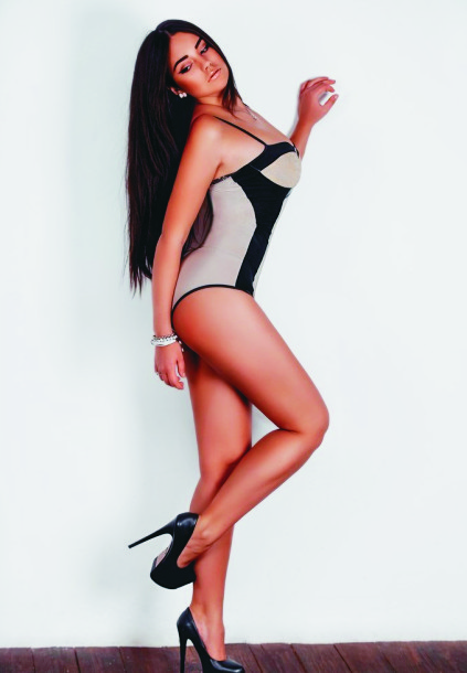 Izmir Russian escort presents pussycat Katrine is standing her entire body exposed to you in the magnificent swimsuit