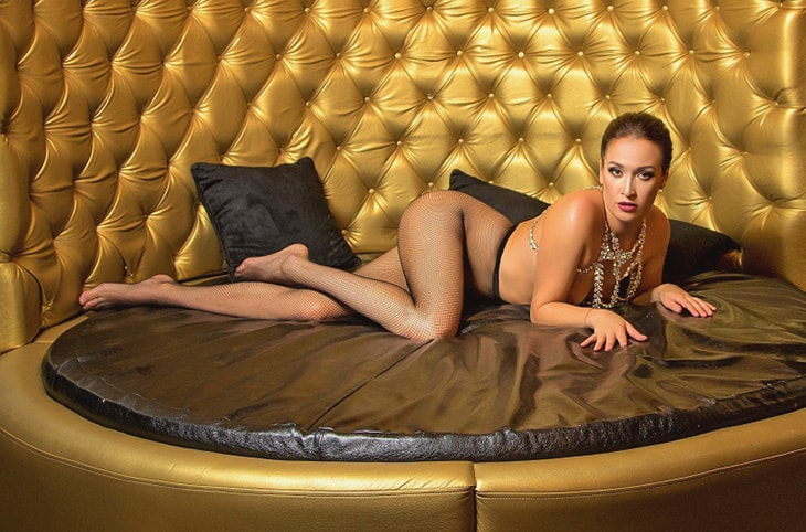 One of Whatsapp girls Ariadna is down on the soft bottom of this bronze love cabin looking invitingly at you