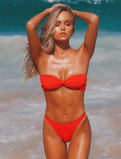 Izmir escort WhatsApp leaves you breathless when you see her walking out of the sea in this fancy red swimsuit consisting of two pieces