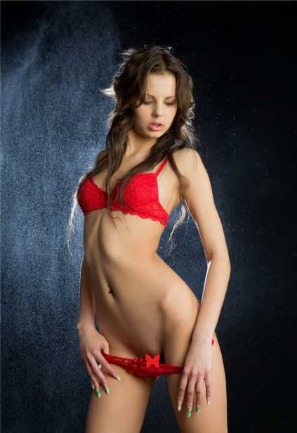 Whatsapp escort Izmir presents lass Helena who is wearing now only white panties and the same color bra