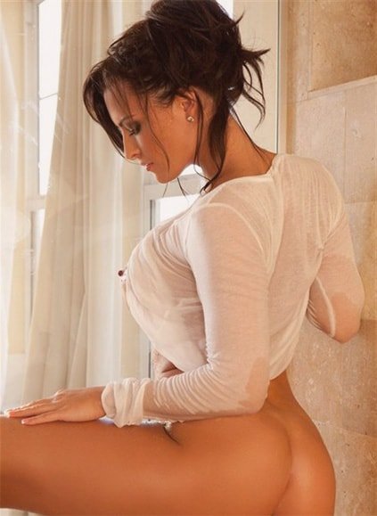 Eskortlar Lenochka shows her private parts right from the start, no stealing your time for long undressing, waving clothes from side to side – no, strictly shows her ass