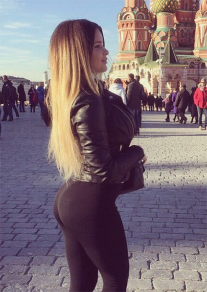 Eskortlar Izmir mistress Nastiona in the background of Kremlin bulging her ass and breasts to make you proud that you can fuck such a girl