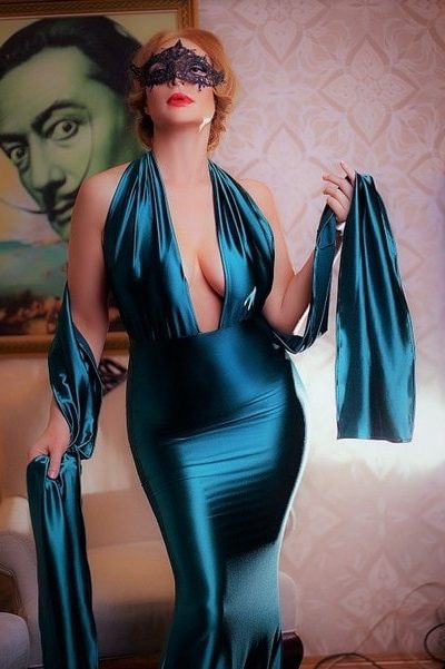 One of the Ukrainian girls Izmir Helena is dressed in deep-blue cloth having no underwear underneath it