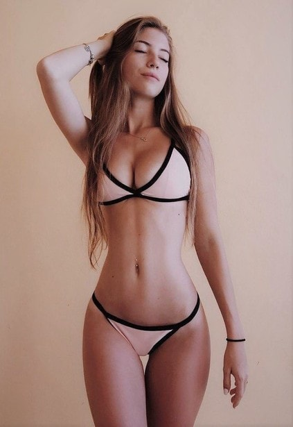 One of the girls of 18 years and over with an attractive face allows us dreaming about entering her velvety pussy – it must be the same attractive as her skin