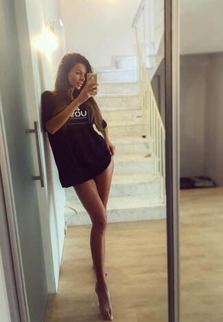 Izmir escorts agency girl Vita is again showing her longest legs, with perfect skin