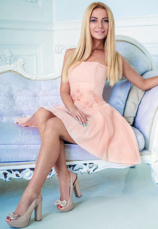 Izmir escort girl Amalia in the pastel-colored dress is in the white room performing a lady