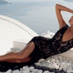 Izmir eskortlar girls show Mercedes lying on big stones in the black dress on her tight body