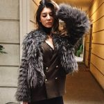 Izmir escort bayan Gabriella seems chic in the fur and office style