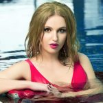VIP escort bayan Liana has dived into the water. Do you want to swim together with her?